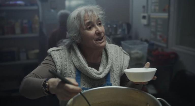 Femme soupe populaire